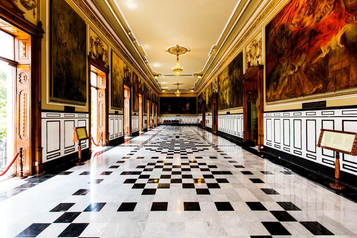 salon de la historia palacio de gobierno merida