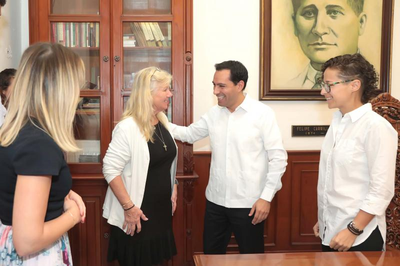 El Gobernador Mauricio Vila Dosal escucha necesidades de representantes de cruceros
