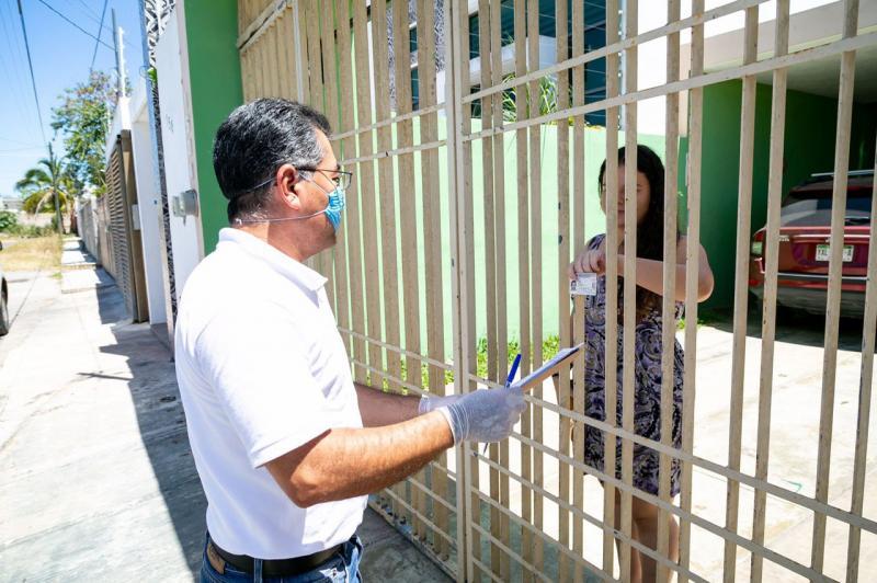 Docentes y personal de la Segey que normalmente cobran por cheque están recibiendo sus pagos en sus domicilios como una medida para proteger a los yucatecos del Coronavirus