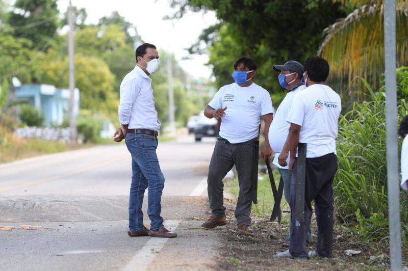El Gobernador continúa recorriendo las comunidades afectadas por