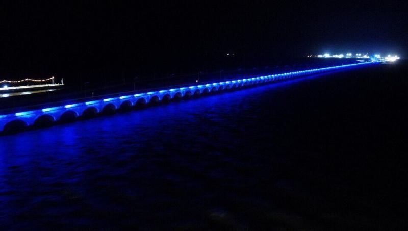 En reconocimiento al personal médico de Yucatán iluminan el viaducto de arcos de Progreso