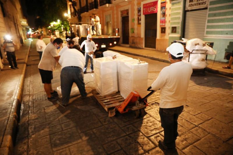 Avanza colocación gradual de macetas para ampliar áreas peatonales y lograr sana distancia en Centro Histórico de Mérida como parte del Plan de Mejora a la Movilidad Urbana