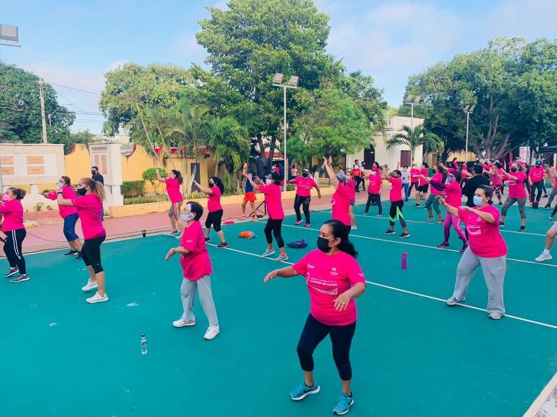 Activación Física Rosa, con motivo de la lucha contra el cáncer de mama