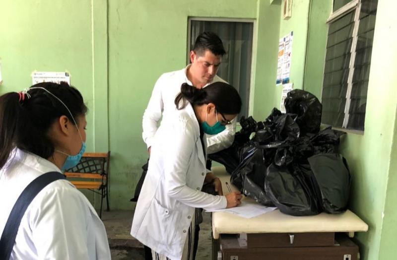 Gobierno del Estado entrega a pasantes de medicina de todo Yucatán equipo de protección personal para continuar con su labor en los hospitales y centros de salud