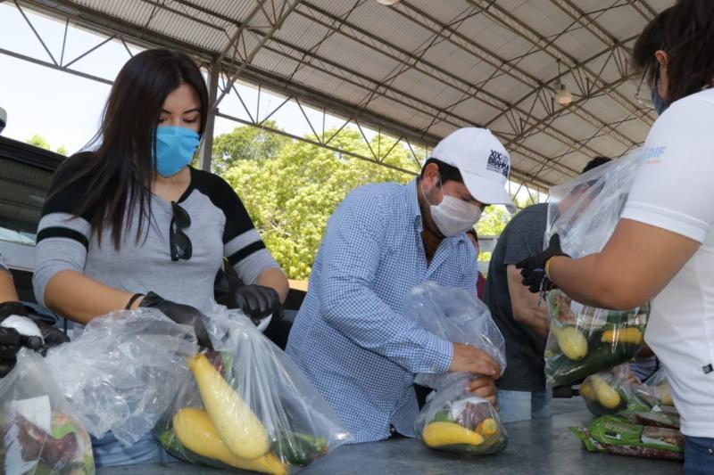 Resultado de la convocatoria hecha por el Gobernador Mauricio Vila Dosal, ciudadanía y sector empresarial se han sumado al del Gobierno del Estado para distribuir 380 toneladas de fruta y vegetales, así como 15 de carne de res, pollo y cerdo.