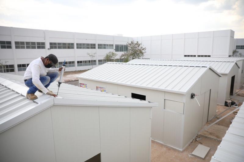 Este hospital temporal con capacidad de 100 camas se encuentra dentro de las acciones de expansión hospitalaria dispuestas por el Gobernador Mauricio Vila Dosal ante la contingencia por el Coronavirus.