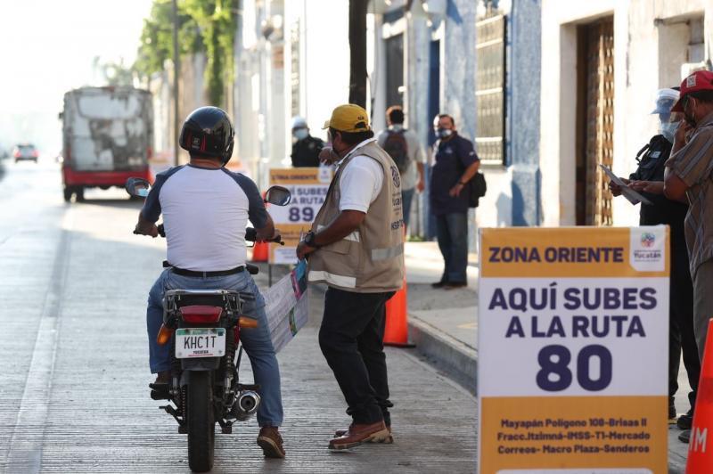 Sin mayores contratiempos y con orden, comienzan a funcionar las nuevas zonas de ascenso y descenso del transporte público contempladas en el Plan de Mejora a la Movilidad Urbana en el Centro Histórico de Mérida