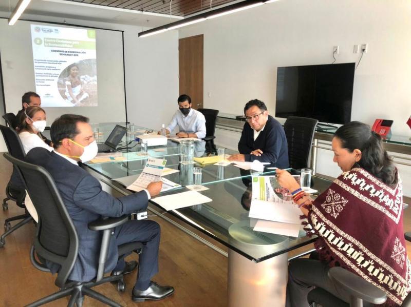 En el encuentro, Vila Dosal y Albores González abordaron temas relacionados a las energías renovables, zonas costeras, ordenamiento ecológico, producción limpia, entre otros.