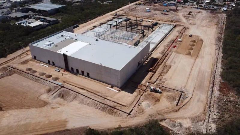 El Gobernador Mauricio Vila Dosal supervisa la construcción del nuevo centro logístico de la multinacional Amazon