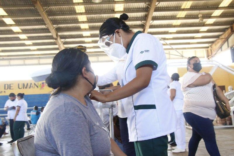 Sin contratiempos, inicia vacunación contra Coronavirus para personas de 30 a 39 años, en Tizimín y Umán
